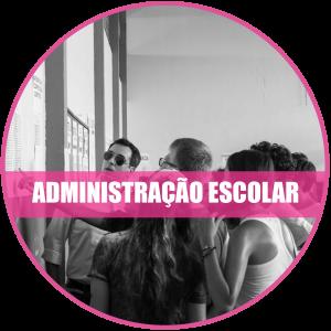 Administração escolar: Registro de estudantes observando lista de aprovados no vestibular.